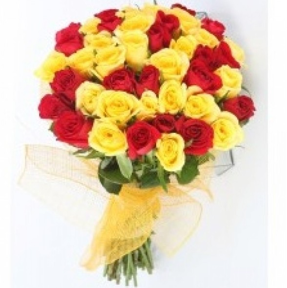 50 Red Yellow Roses Bunch With Yellow Net Wrapping J K Florist