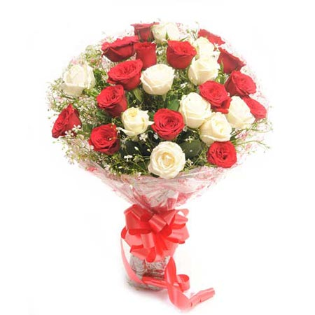 30 Red White Roses Round Hand Bunch Multi City Delivery J K