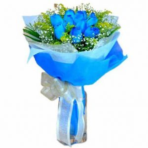 10-blue-roses-hand-bouquet