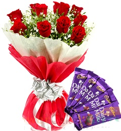 01 Beautiful 10 Red Roses Bunch With Red White Double Paper